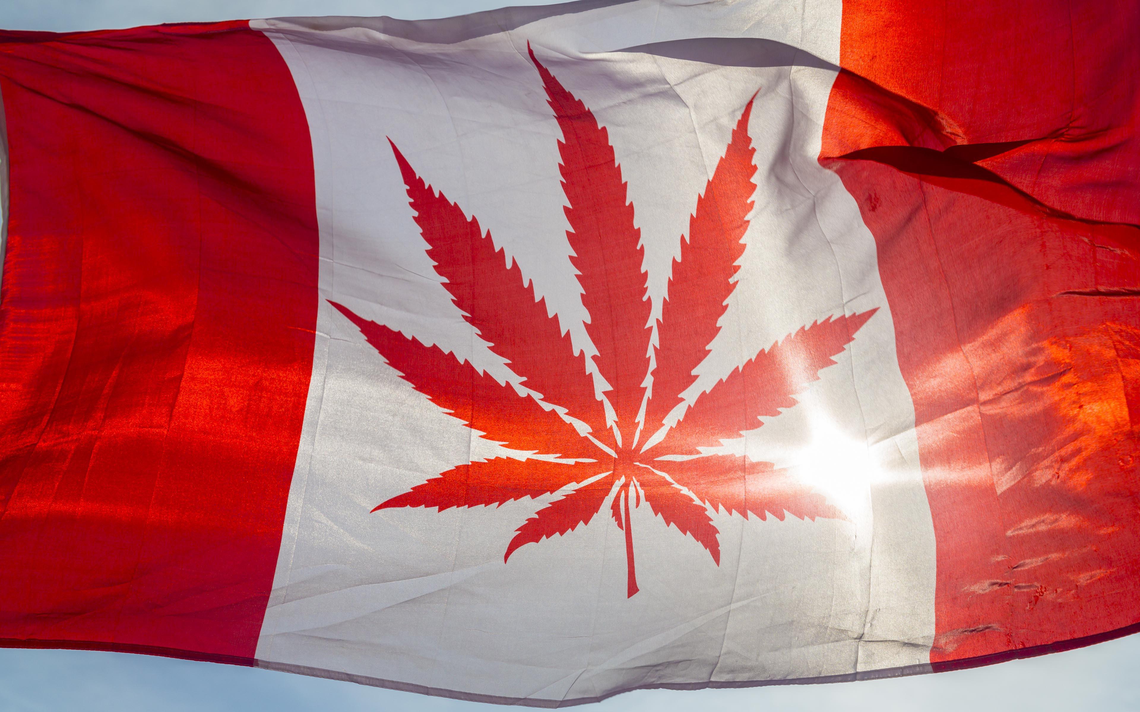 Canada peu maintenant ''fumer'' son pot légalement.